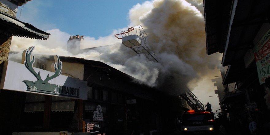 Tescilli binada yangın