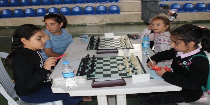 Öğrenciler arasında satranç turnuvası