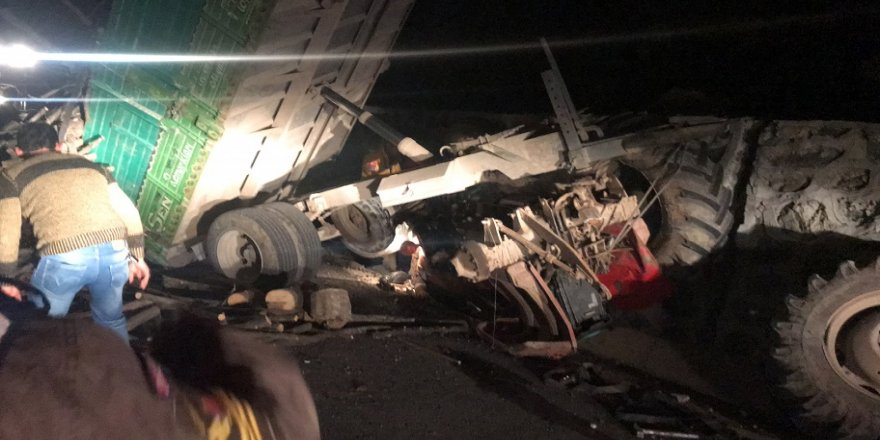 Traktörün altında sıkışan sürücüyü itfaiye kurtardı
