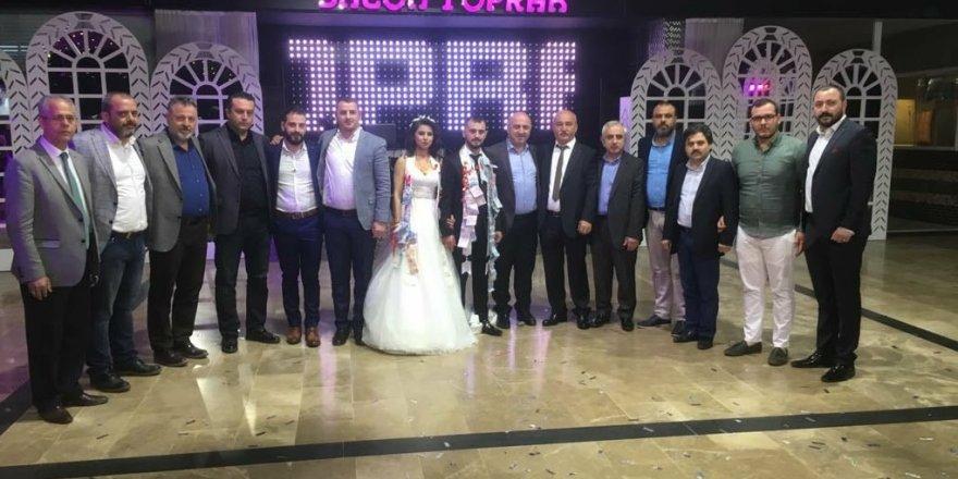 Bir günde 10 düğüne katıldı