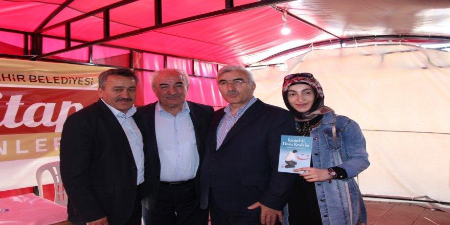 Yazar Vehbi Vakkasoğlu konferans verdi