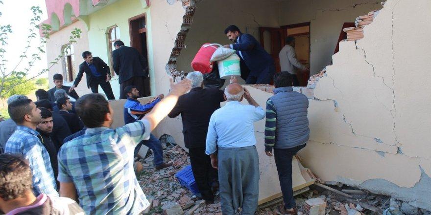 Vatandaşlar eşyalarını kurtarma telaşına girdi