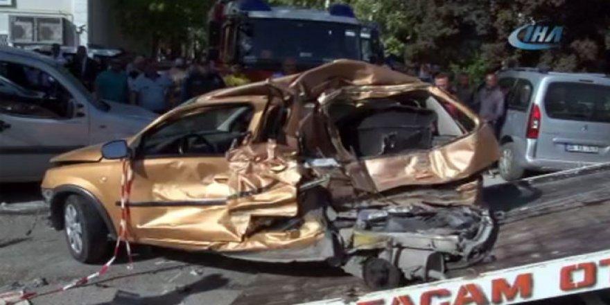 Görenler Hayrete Düştü ! Park halindeki 14 aracı hurdaya çevirdi