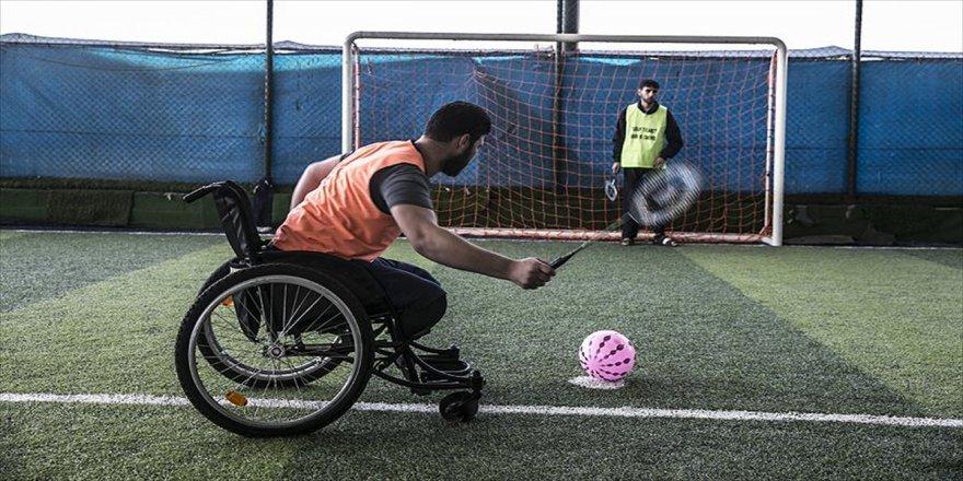 Engelli kalan Suriyeliler futbol ile moral buluyor
