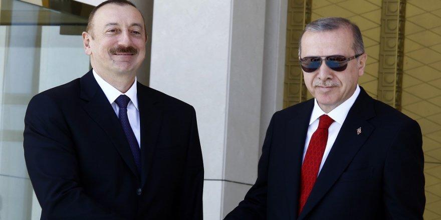 Erdoğan, İlham Aliyev'i resmi törenle karşıladı