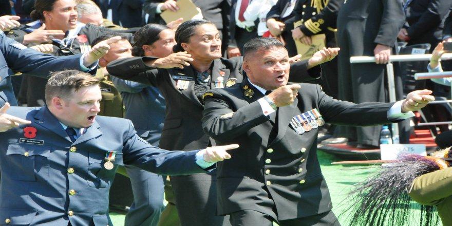 Yeni Zelanda askerleri atalarını haka dansıyla andı