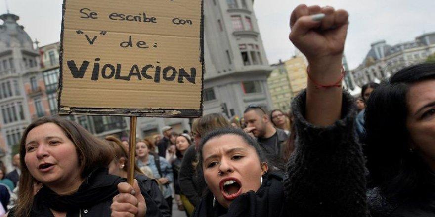 'Cinsel istismar' kararını protesto için yürüdüler