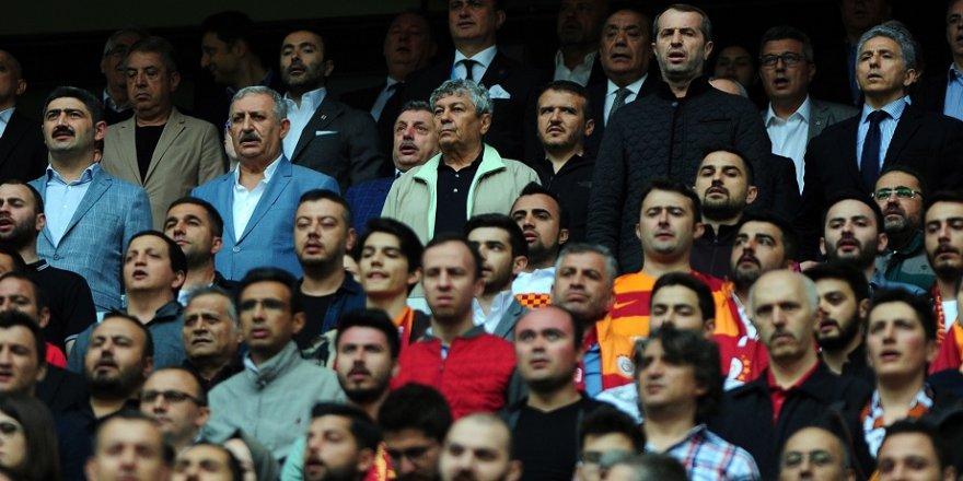 Lucescu derbiyi Sancaklı'yla birlikte izledi