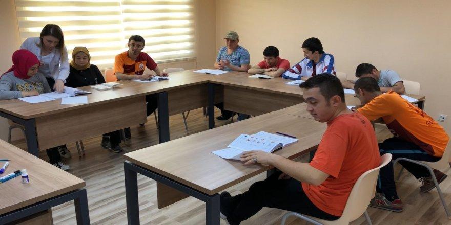 Engellilere okuma-yazma eğitimi