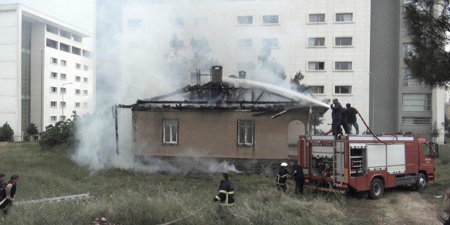 Öğrenci yurdu yakınında korkutan yangın