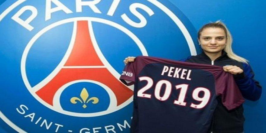 """Melike Pekel: """"Kadın futbolu daha samimi"""""""