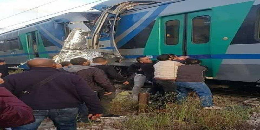 İki tren çarpıştı: 1 ölü, 60 yaralı