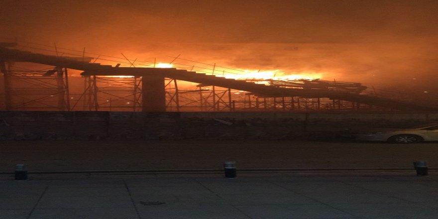 Gebze tren istasyonu inşaatı alev alev yandı