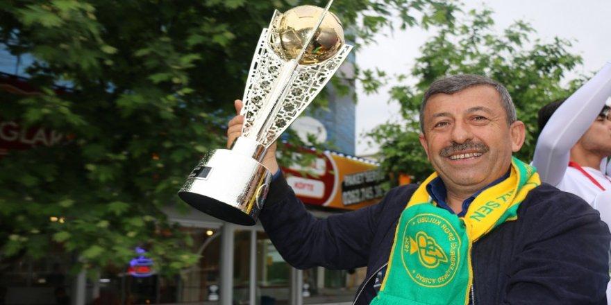 Darıca Gençlerbirliği şampiyonluğu kutladı