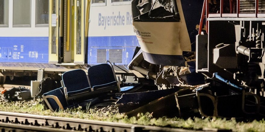 Tren kazası: 2 ölü, 14 yaralı