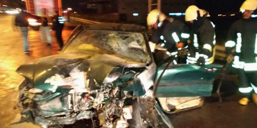 Otomobil refüje çarptı: 1 ölü