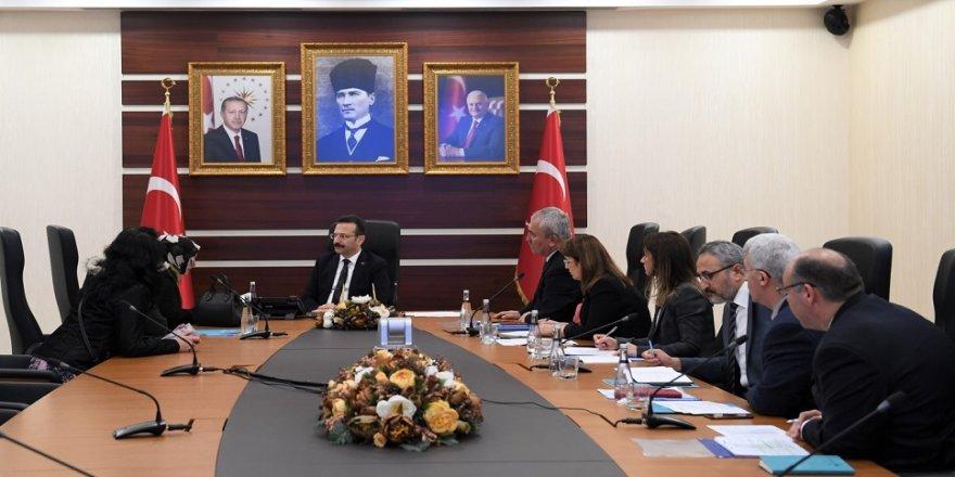 Vali Aksoy, halkı dinliyor
