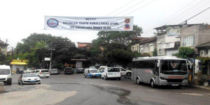 Jandarma trafik terörüne pankartla dikkat çekti