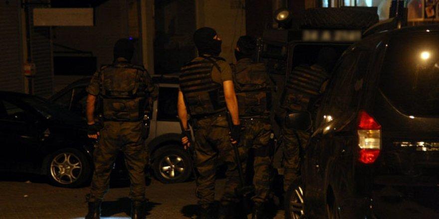 Polis özel harekatın kullandığı zırhlı araca roketli saldırı