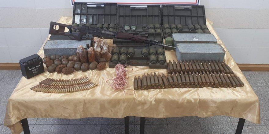 PKK sığınağında 61 el bombası ele geçirildi
