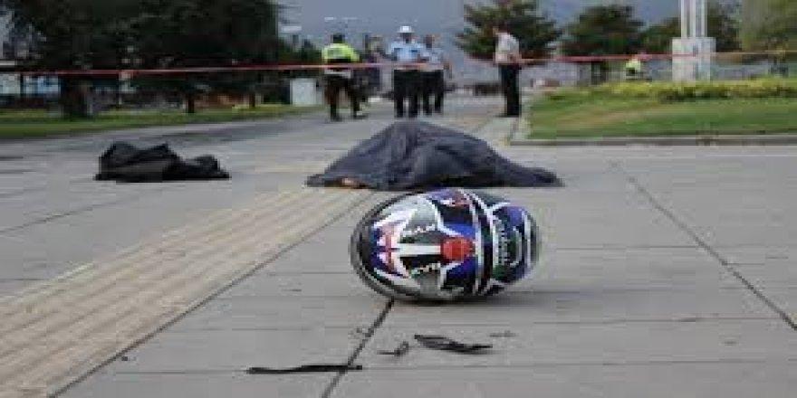 Motosikletiyle kaldırıma çarpan genç öldü