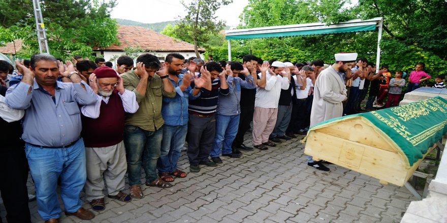 Sahur vakti kayınbiraderi tarafından boğazı kesilerek öldürülen Pınar Çelik toprağa verildi