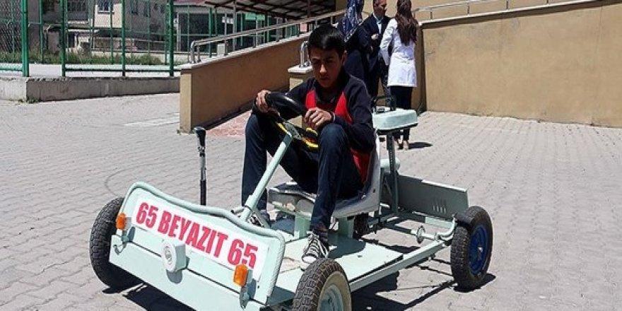 Atık malzemelerden 'go kart' aracı yaptı