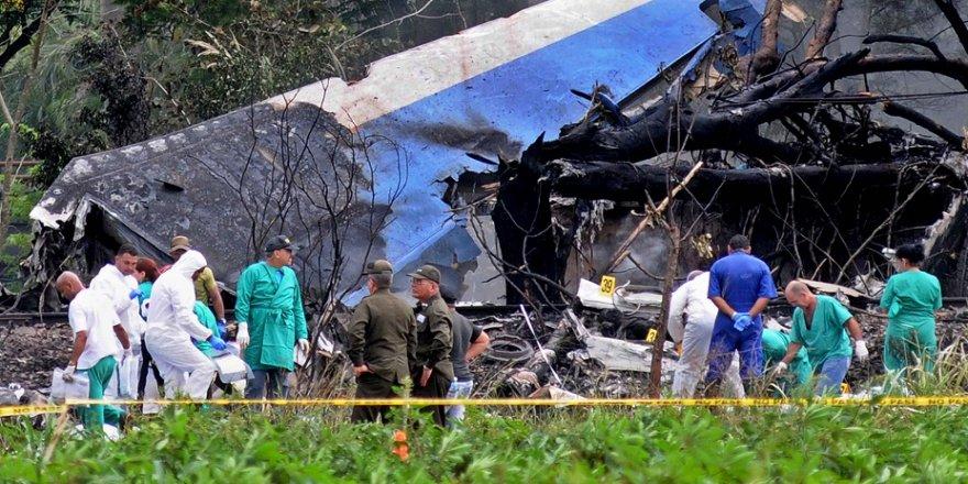 Düşen uçaktan 3 kişi sağ kurtuldu