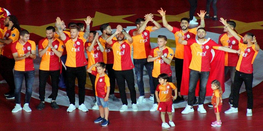 Şampiyon Galatasaray kupasını aldı