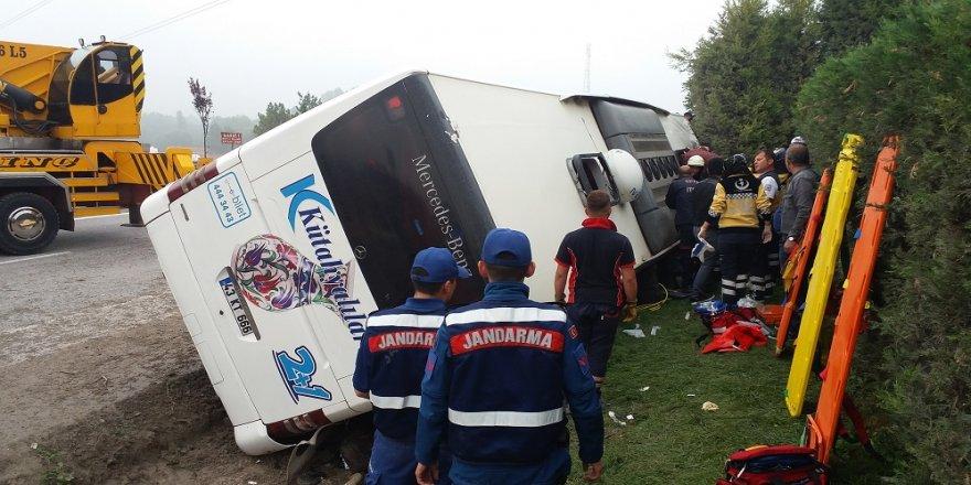 Otobüs devrildi: 1 ölü
