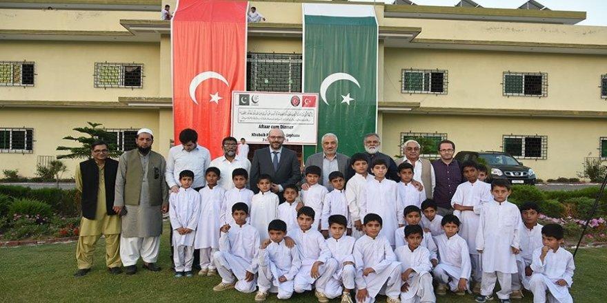 TİKA'dan Pakistanlı 600 yetim çocuğa iftar