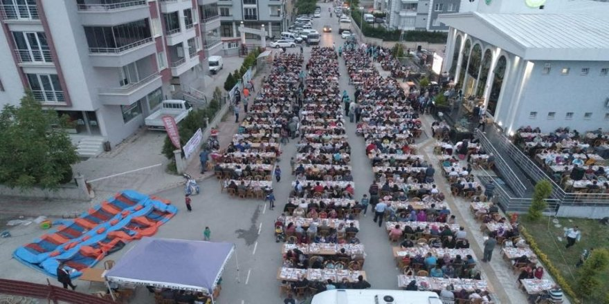 3 bin kişilik dev iftar
