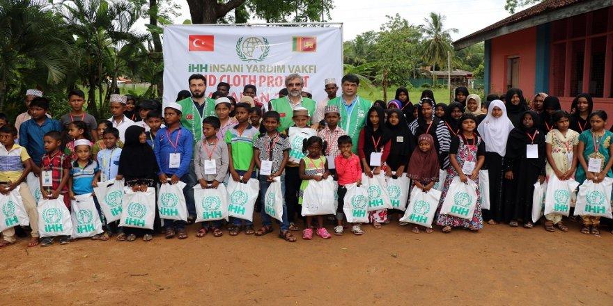 Sri Lankalı yetimlerin bayramlık sevinci