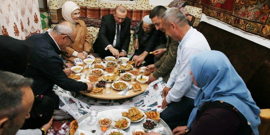 Cumhurbaşkanı, Ankaralı ailenin iftar sofrasına konuk oldu