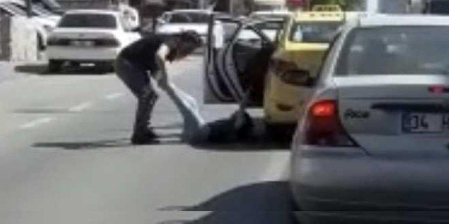Kadını araçtan atan taksici yakalandı