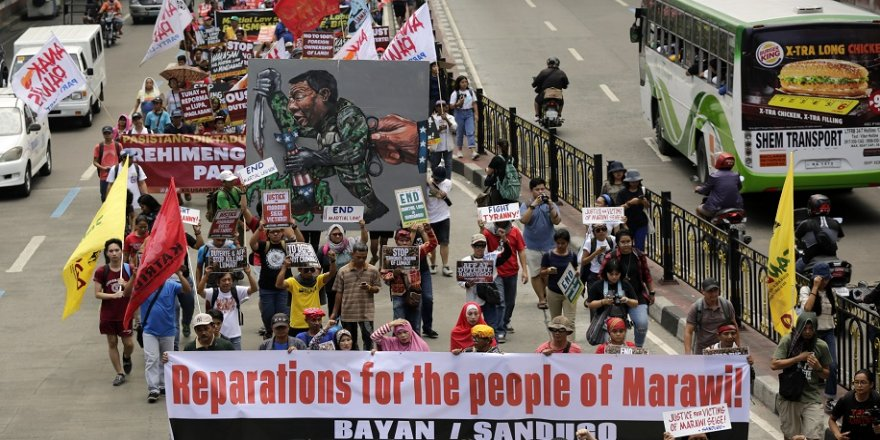 Sıkıyönetim protesto edildi