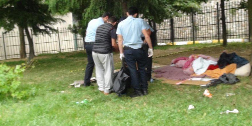 Cami bahçesinde ceset bulundu