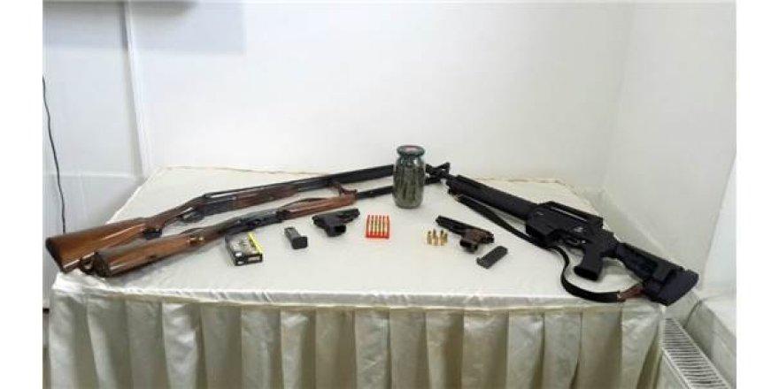 Jandarma çok miktarda uyuşturucu ve silah ele geçirdi