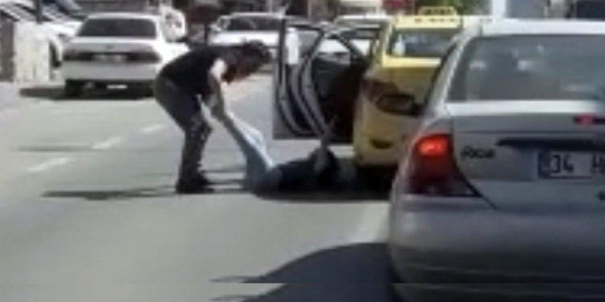 Kadını bacaklarından tutup taksiden atmıştı ! Cezası belli oldu