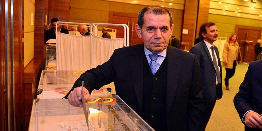 Dursun Özbek listesini tanıttı