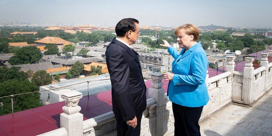 Merkel, Çin'de İran'ı masaya yatırdı