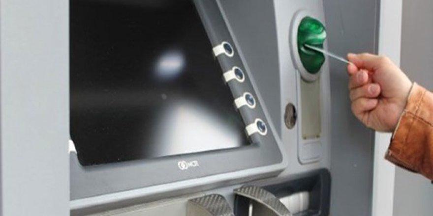 Bankaya kızdı ATM'yi yaktı
