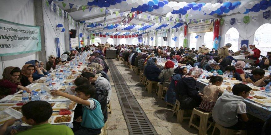 Her iftar 2 bin misafirleri var
