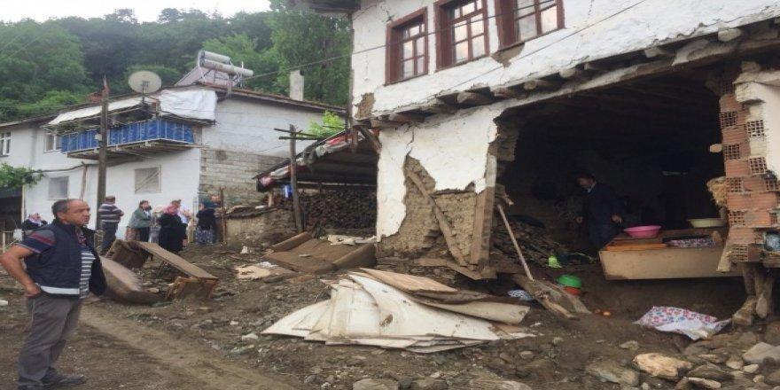 Köy savaş alanına döndü!