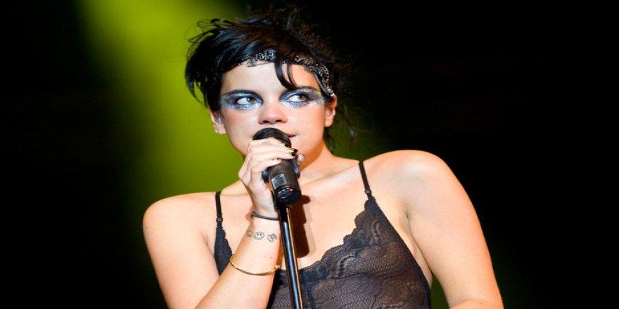 Ünlü şarkıcıdan olay itiraf
