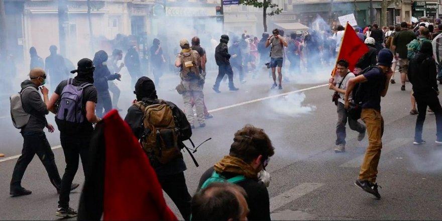 Macron karşıtı gösteriler devam ediyor