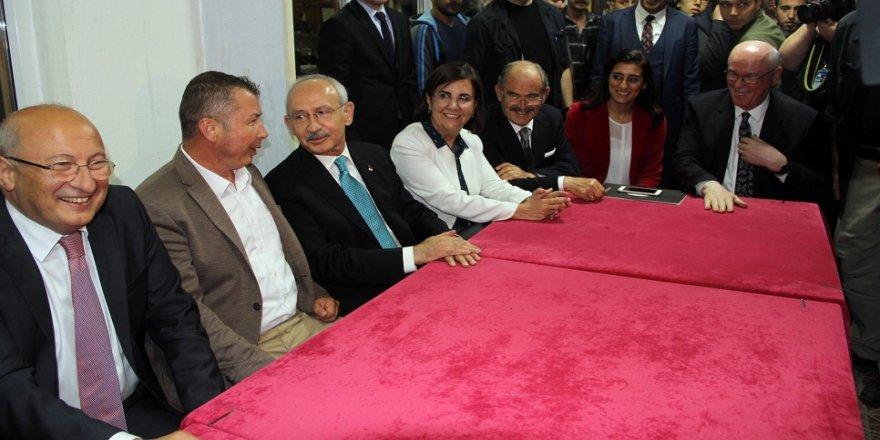 Kılıçdaroğlu'ndan ev ve kıraathane ziyareti