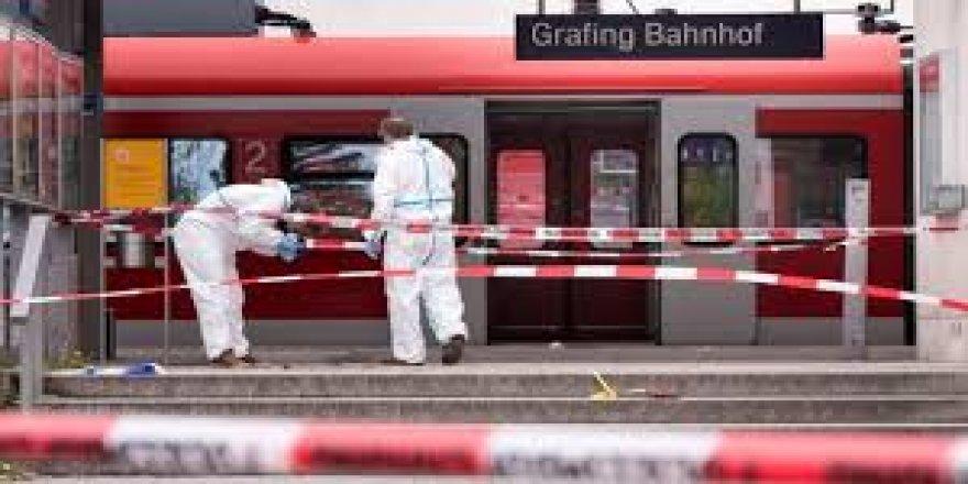 Almanya'da trende bıçaklı saldırı