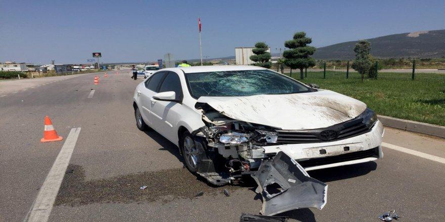 Motosiklet otomobille çarpıştı: 1 ölü