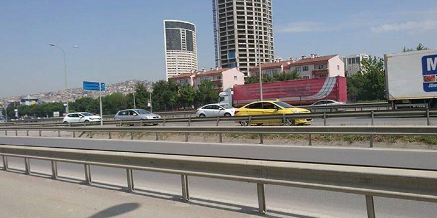 Taksici trafiği birbirine kattı!